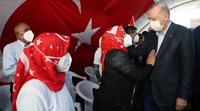 Cumhurbaşkanı Erdoğan Diyarbakır annelerini ziyaret etti