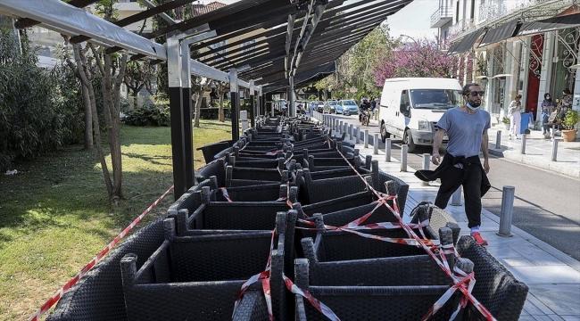 Yunanistan'da günlük Kovid-19 vakaları 10 kat artınca hükümet sert tedbirlere yöneldi