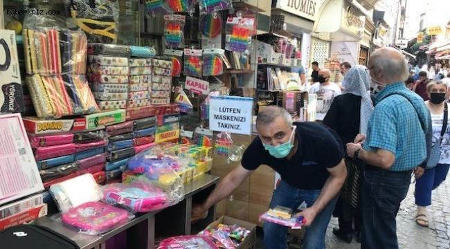 Eminönü'nde okul alışverişi heyecanı