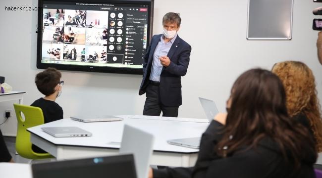 Fen ve Teknoloji Lisesi açılış dersini, Prof. Dr. İbrahim Akduman verdi
