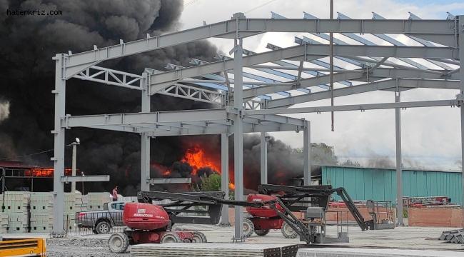 Geri dönüşüm tesisinde çıkan yangına müdahale sürüyor