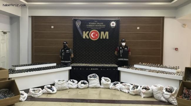 İstanbul'da gümrük kaçağı binlerce saat ele geçirildi