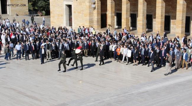 Kılıçdaroğlu, CHP'nin 98'inci yıldönümü dolayısıyla Anıtkabir'i ziyaret etti