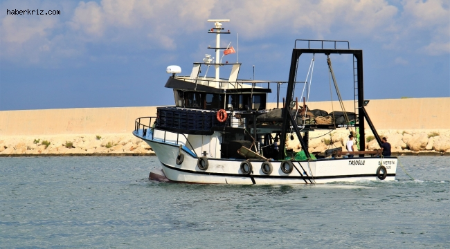 """Mersinli balıkçılar """"Vira Bismillah"""" diyerek denize açıldı"""
