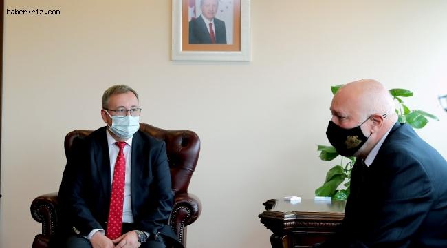 """Rektör Tabakoğlu: """"Ailemizden birinin Bakanlık görevini üstlenmesi bizi çok mutlu etti"""""""